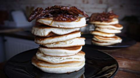 Fluffige Pancakes mit Zimt-Bacon – glutenfrei