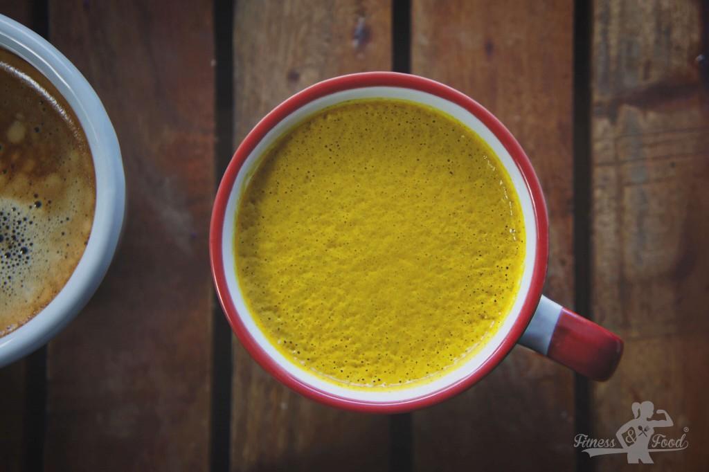 Entzündungshemmender Kollagen-Kurkuma Latte