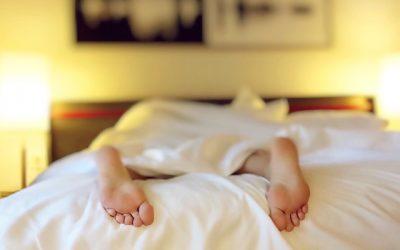 Warum Schlafmangel Dich dick macht und 5 Tipps, wie Du Dich leichter schlank und stark schläfst